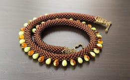 Stucken halsband från olika typer av pärlor royaltyfria bilder