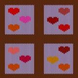 Stucken woolen sömlös modell med kulöra hjärtor i purpurfärgade fyrkanter för tappning Fotografering för Bildbyråer