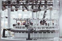 stuckit tyg Textilfabrik i snurrproduktionslinje och roterande ett maskineri- och utrustningproduktionföretag royaltyfria bilder