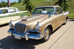 1957年Studebaker金黄鹰 库存图片