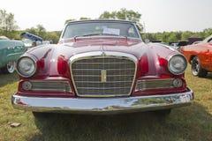 1964年Studebaker GT好战前面低看法 图库摄影