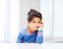 Studencka dziewczyna przy szkołą Obrazy Royalty Free
