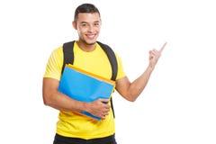 Studencka młody człowiek edukacja pokazuje wskazujący marketingowej informacji reklamy ogłoszenia ludzi odizolowywających na biel zdjęcia stock