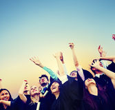 Studencki świętowanie edukaci skalowania szczęścia pojęcie fotografia royalty free