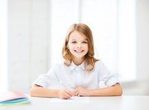 Studencki dziewczyny studiowanie przy szkołą Zdjęcie Stock