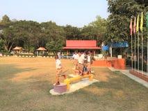 Studentövning i skolalekplatser Royaltyfria Bilder