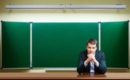 Student against chalkboard Royalty Free Stock Photos