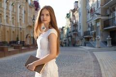 Student auf Straße lizenzfreie stockfotografie
