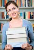 Student in Bibliotheek stock foto's