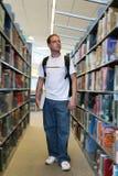 Student in Bibliotheek stock afbeelding