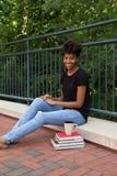 Student buiten op campus Stock Afbeelding
