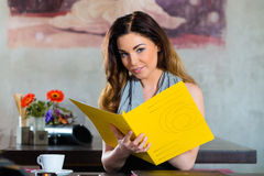 Student or businesswoman working in cafe Royalty Free Stock Images