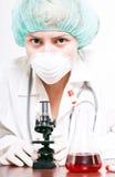 Student in chemielaboratorium Stock Afbeelding