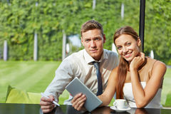 Student couple with tablet computer Royalty Free Stock Photography