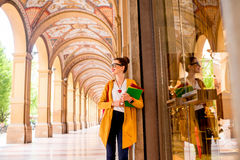 Student in de stad van Bologna stock foto
