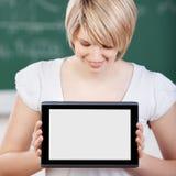 Student, der den Schirm ihres TablettepC anzeigt Stockbilder