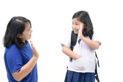 Student, der zur Schule geht und zu ihrer Mutter zum Abschied winkt Lizenzfreies Stockbild