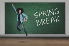 Student die met de tekst van de de lenteonderbreking springen Royalty-vrije Stock Afbeelding