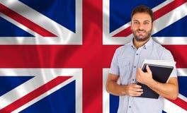Student die over Engelse vlag glimlachen Stock Foto's