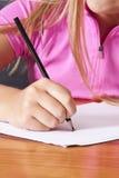 Student& x27; escritura de la mano de s Foto de archivo