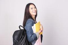 Student för ung kvinna som går till skolan Arkivbild