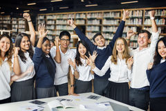 Student Friends Library Campus, das College-Konzept studiert lizenzfreies stockbild