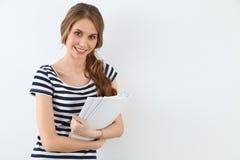 Student Girl nahe der Wand Lizenzfreies Stockfoto