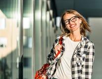 Student Girl Walks Royaltyfri Bild