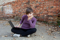 Student girl working on laptop Royalty Free Stock Photography