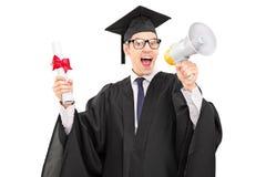 Student im Aufbaustudium, der über ein Megaphon spricht Lizenzfreie Stockfotos