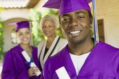 Student im Aufbaustudiumen-With Family In-Hintergrund am Einberufungs-Tag stockbilder