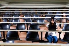 Student in lezingszaal Royalty-vrije Stock Afbeeldingen