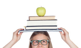 Student lud mit Büchern auf ihrem Kopf auf Stockbilder