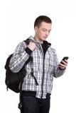 Student med ryggsäcken och mobiltelefonen royaltyfri fotografi