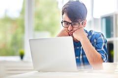 Student met Laptop royalty-vrije stock afbeelding