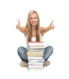 Student met stapel boeken Stock Afbeelding
