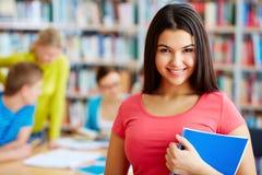 Student mit Schreibheft Lizenzfreie Stockfotos