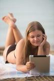 Student op het strand royalty-vrije stock afbeeldingen