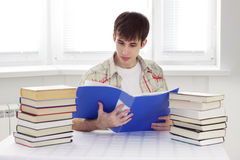 Student read documents Royalty Free Stock Photography