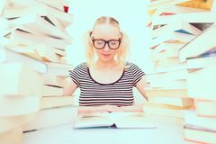 Student reading books Royalty Free Stock Photos