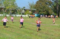 Student Running, skolasport Royaltyfri Foto