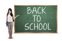Student showing back to school text Royalty Free Stock Photography