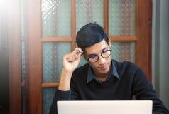 Student som studerar och skriver anmärkningar Royaltyfria Foton