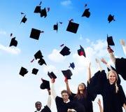 Student Success Learning Concep för berömutbildningsavläggande av examen Royaltyfria Foton