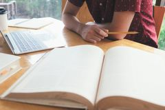 Student Uniwersytetu Czytelnicza książka obrazy royalty free