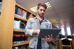 Student using tablet in library Royalty Free Stock Photos