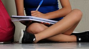 Student Writing Female stock afbeeldingen