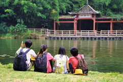 STUDENT YOUNG FRIENDS BY LAKE Stock Images