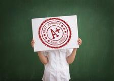 Student zeigt seinen Grad Stockfotografie