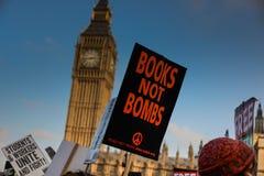 """Studentdemonstration för fri utbildnings†""""inga snitt, inga avgifter, n Arkivbild"""